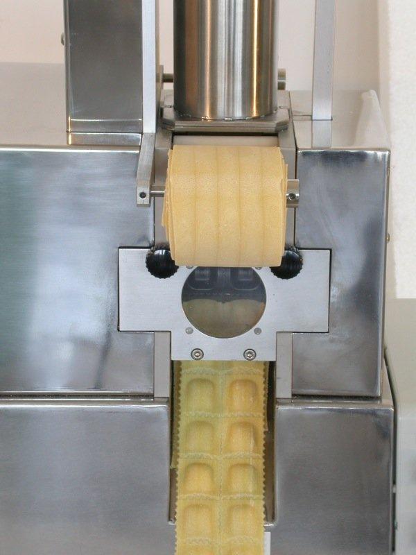Ravioli automatic pasta machine