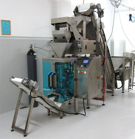 Automatic vertical form fill seal packaging machine for fresh pasta